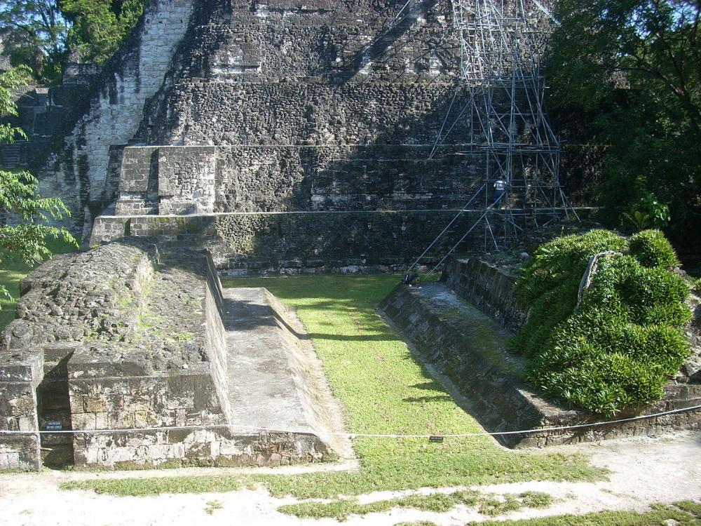 File:Central ballcourt, Tikal 02.jpg