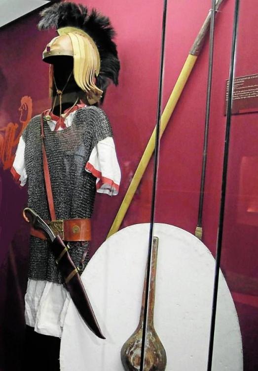 fragor_hannibalis_anibal_en_hispania-vestimenta+y+las+armas+de+un+guerrero+p%C3%BAnico.jpg