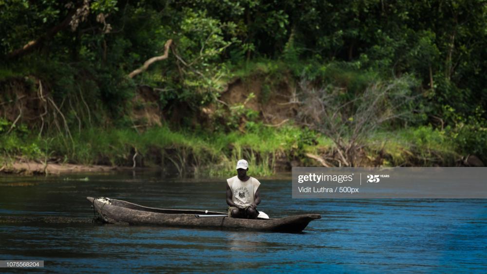zambezi-fisherman-picture-id1075568204?s
