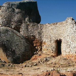 Monumental-walls-in-the-Hill-Complex-The