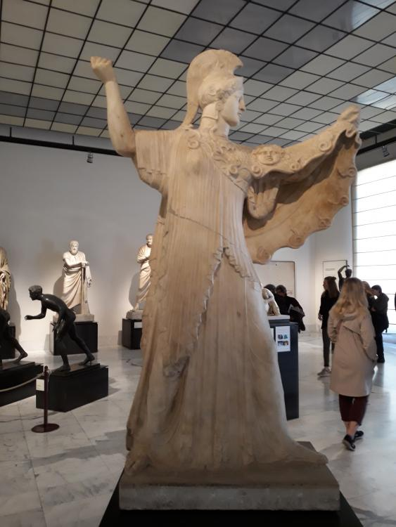 https://upload.wikimedia.org/wikipedia/commons/2/2a/Museo_Archeologico_Nazionale_di_Napoli_48.jpg