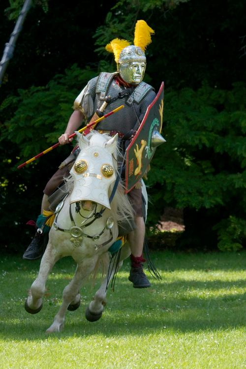 Roman_cavalry_reenactment_Carnuntum_2008