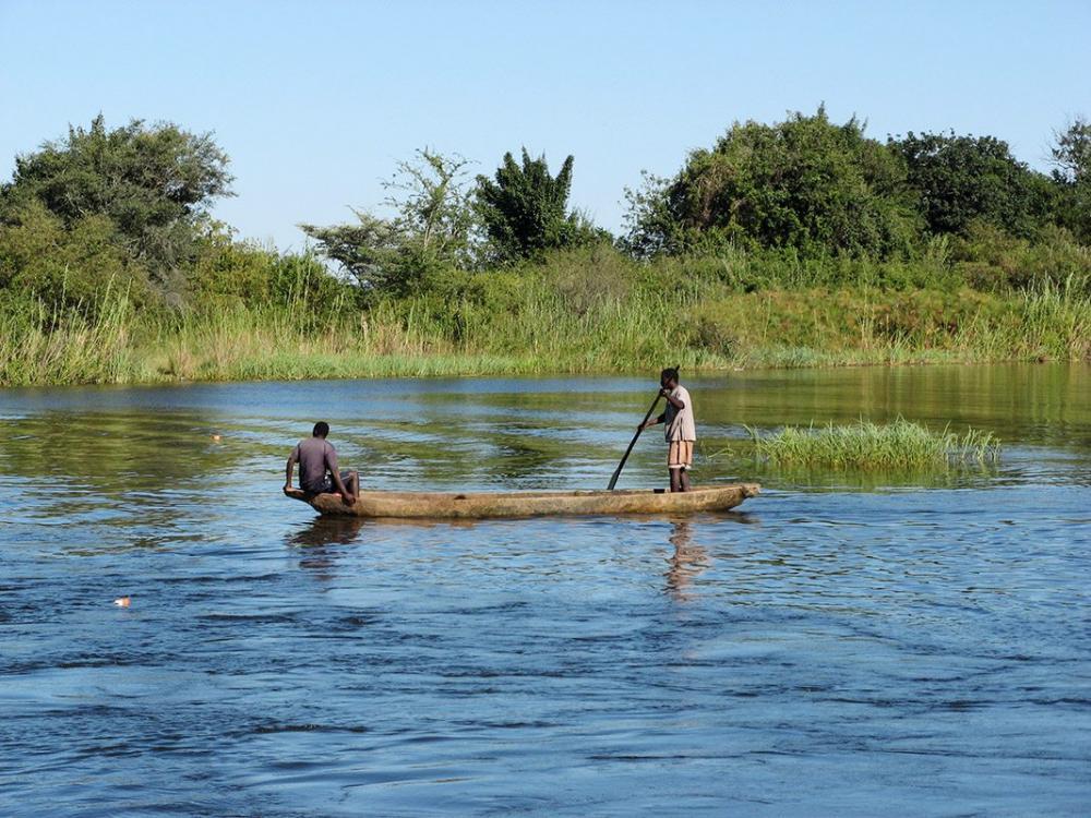 Stock_Zimbabwe_ZambeziRiver_LocalPeopleI