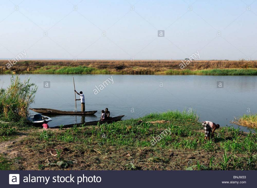 local-people-fishing-village-zambezi-riv