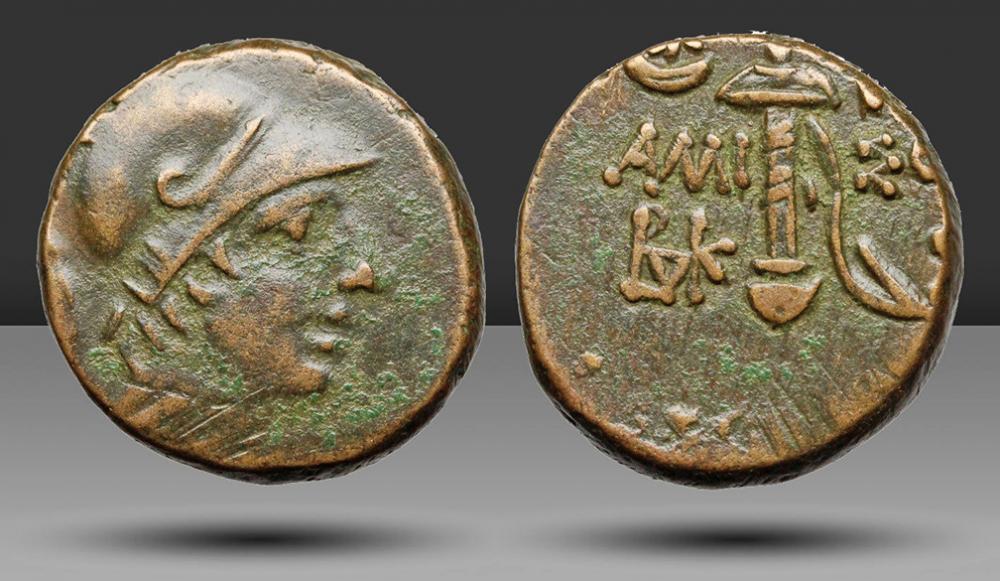 Resultado de imagen para coin horned helmet greek