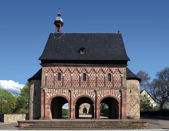 Kloster_Lorsch_03.jpg.93c241a79001accd7a0f3e3b1024a94b.jpg