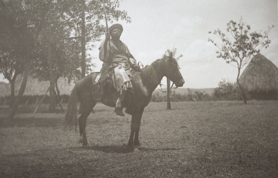 Chiefs_brother_on_horseback_in_Fumban.jpg.002c77e889b74970cd096c554f82b088.jpg