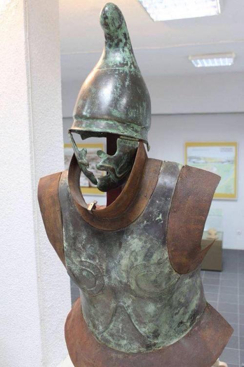 4378015d12a779a8a11e0017ca820fe7--ancient-greece-greek-warrior.thumb.jpg.db33fa1a818d1752a207d82d155e44d8.jpg
