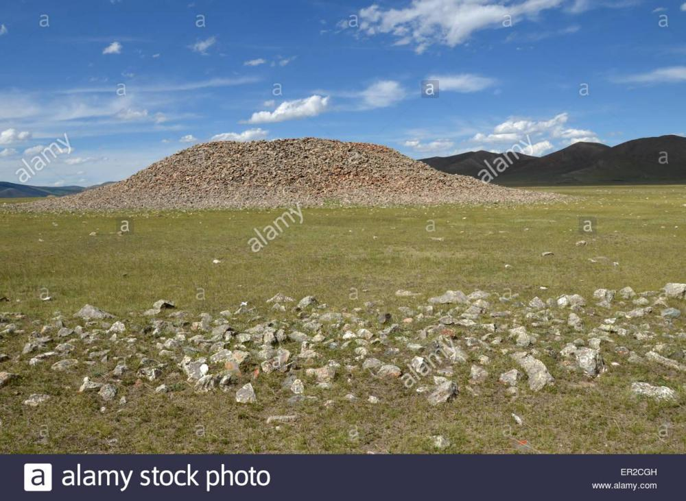 a-burial-mound-in-the-arhangay-province-central-mongolia-in-the-foreground-ER2CGH.thumb.jpg.3bb74d15fefc09372d6f5ef3e291e3bd.jpg