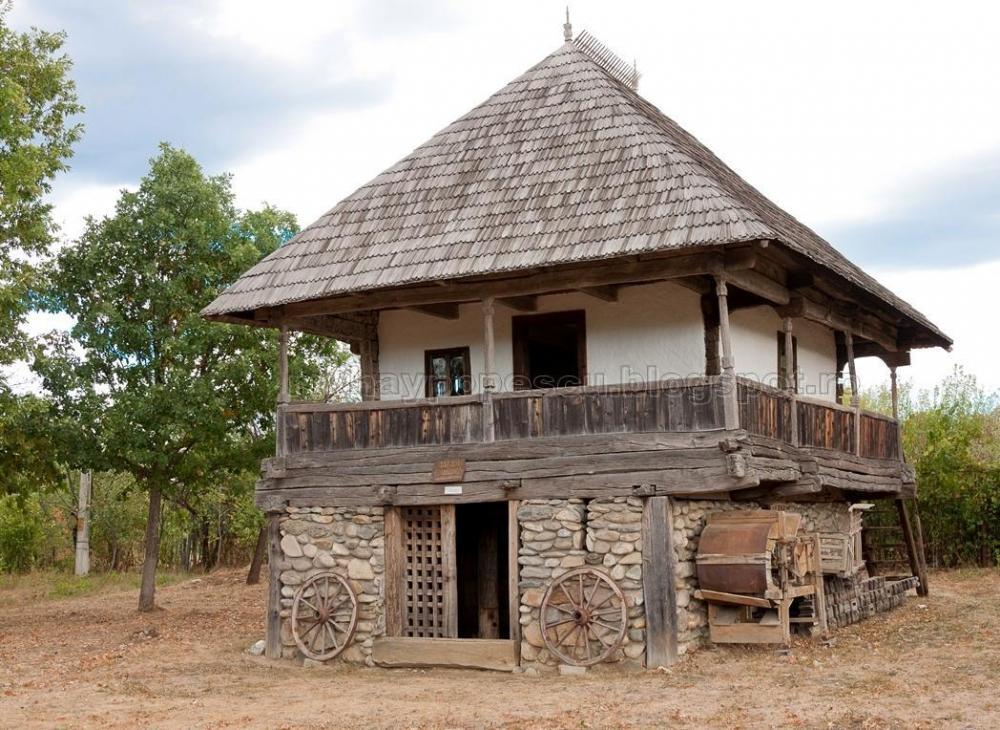 gorjan-romania-traditional-romanian-house.thumb.jpg.6bf7171f52462d3c74cedd812dfc979c.jpg