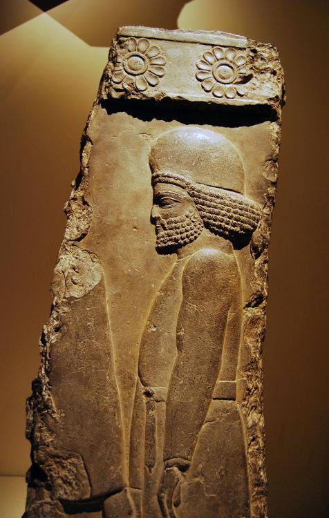 1025601498_metropolitanmuseumofartAchaemenidPersiansculpturereliefman.thumb.jpg.a48fb2b54036cf6570fe519abde6a9d0.jpg
