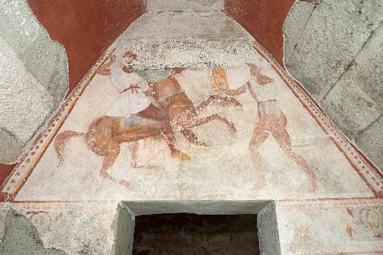 the-thracian-tomb-in-1.jpg.29716eb430655bccf543eda3e8bbcec7.jpg
