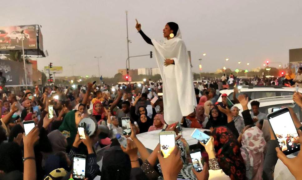 1550517541_NubianQueenSudanesewomenproteseterprotests2019.jpg.115a0ee5cad520c3e7234e8588b2333a.jpg
