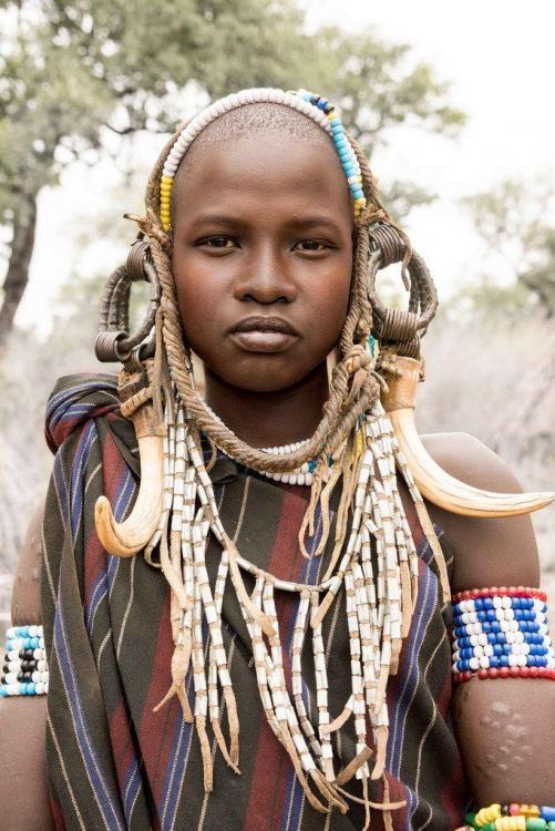 66867ba9e8ff356fb38c2aaeb64bb760--african-women-african-art.thumb.jpg.9396291a19e5d5d36ade7692be73afc6.jpg