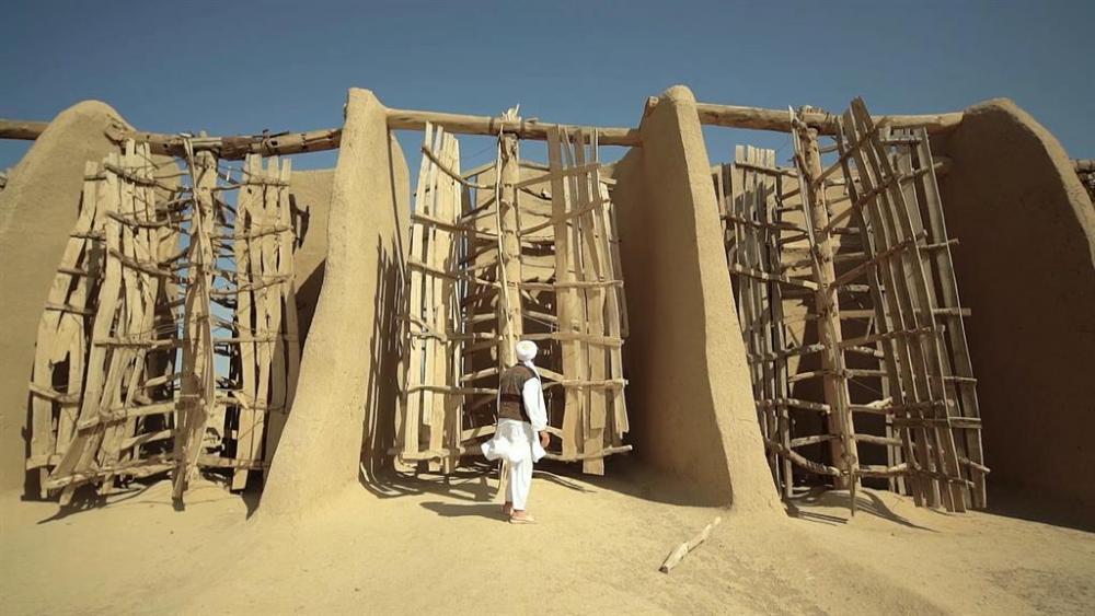 170110-news-ancient-iranian-windmills_ds1602001-140_1024x576_850861123973.thumb.jpg.5d23c657e262590fe8ca5ce5f51f6bc5.jpg