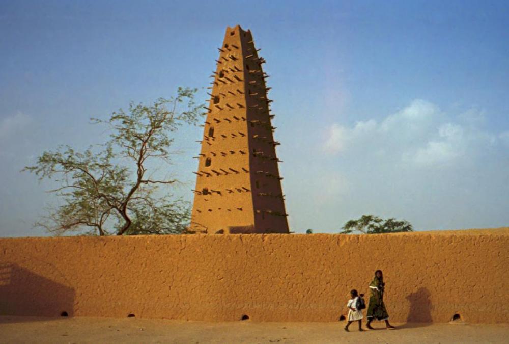 1997_277-9A_Agadez_mosque_cropped.thumb.jpg.80da51c8a51b625aed33947a93c38a1a.jpg
