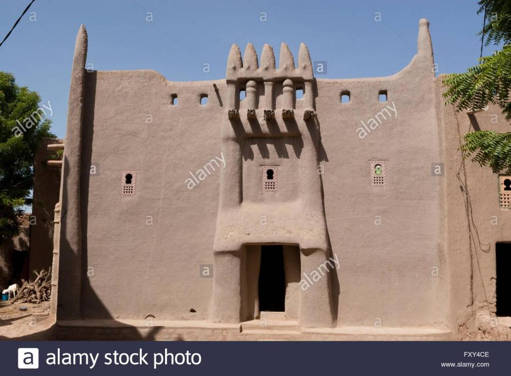 traditional-adobe-house-in-sudanese-architecture-style-in-djenne-djenn-FXY4CE.thumb.jpg.6c795d2af01f33f3834fc7f31ca78472.jpg