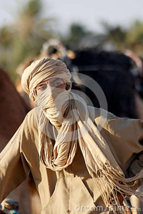 bedouin-man-douz-tunisia-oct-unidentified-wears-traditional-clothing-sahara-desert-october-douz-tunisia-42803802.thumb.jpg.59a088d0dd8216ca49401f98b8e46bcb.jpg