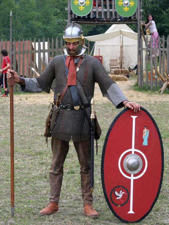 Roman_soldier_175_aC_in_northern_province.thumb.jpg.7b2b8e6f6574086b850e58720b595d95.jpg