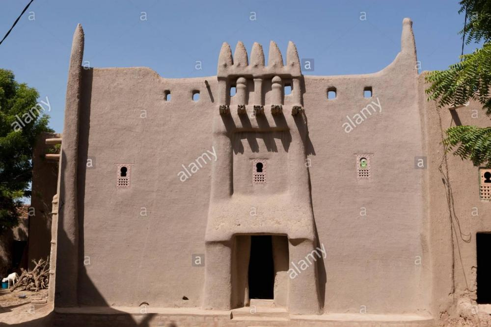 traditional-adobe-house-in-sudanese-architecture-style-in-djenne-djenn-FXY4CE.jpg