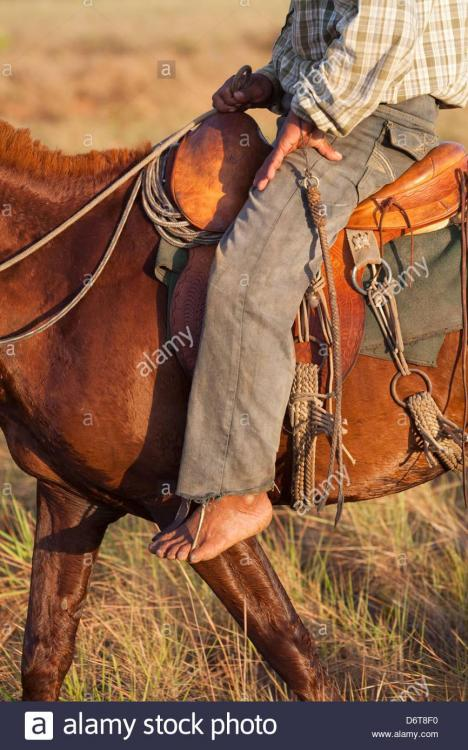horseman-or-gaucho-rider-in-the-saddle-bare-foot-in-stirrup-toe-control-D6T8F0.jpg