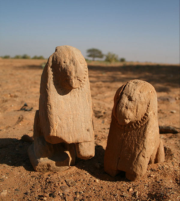 Lion statues abu erteila Kom-2,-statui-lvov.jpg