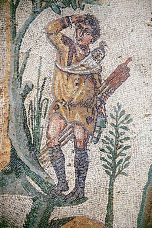 hunter-roman-mosaic-floor-of-the-room-of-the-small-hunt-no-25-roman-mosaics-at-the-villa-romana-del-casale-circa-the-first-quarter-of-the-4th-ce-RXTGH1.jpg