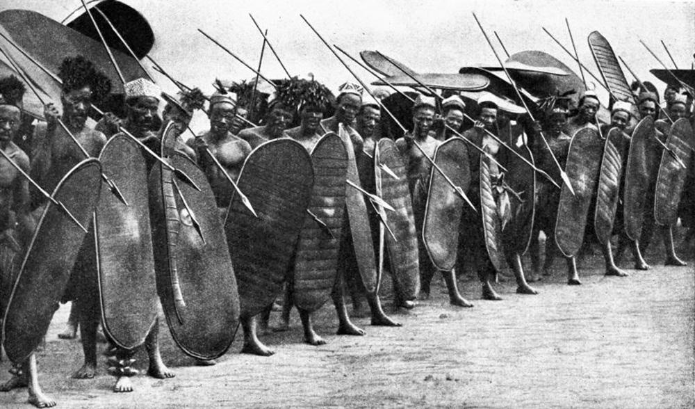 Zande-Spearmen-Congo-c19352.jpg