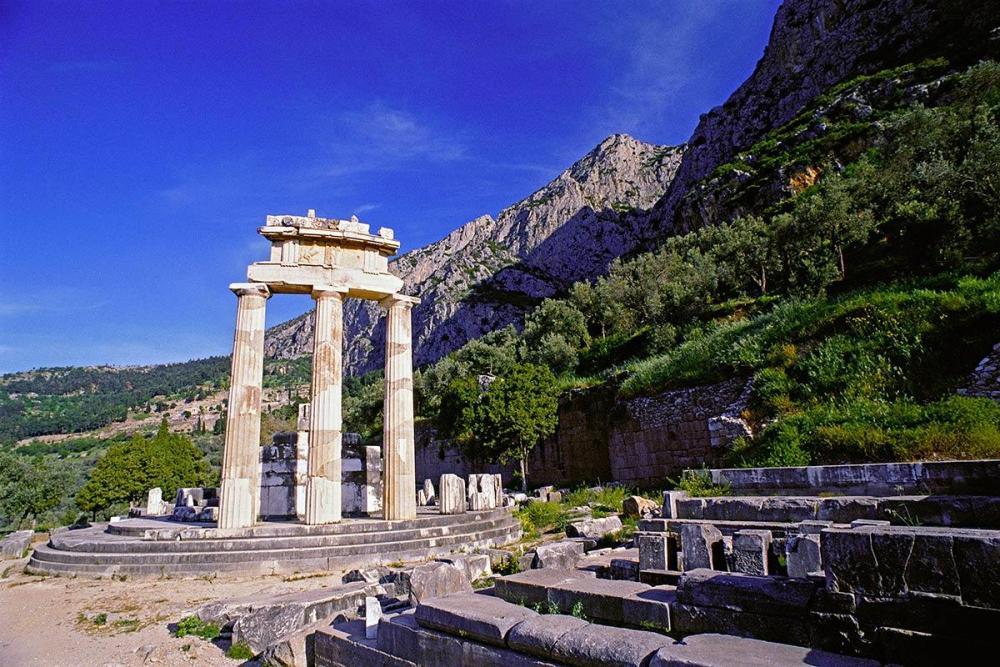 tholos-temple-athena-pronaia-delphi-1200.thumb.jpg.5c185c1c47c5ad8437bc6d4458eaf7c7.jpg